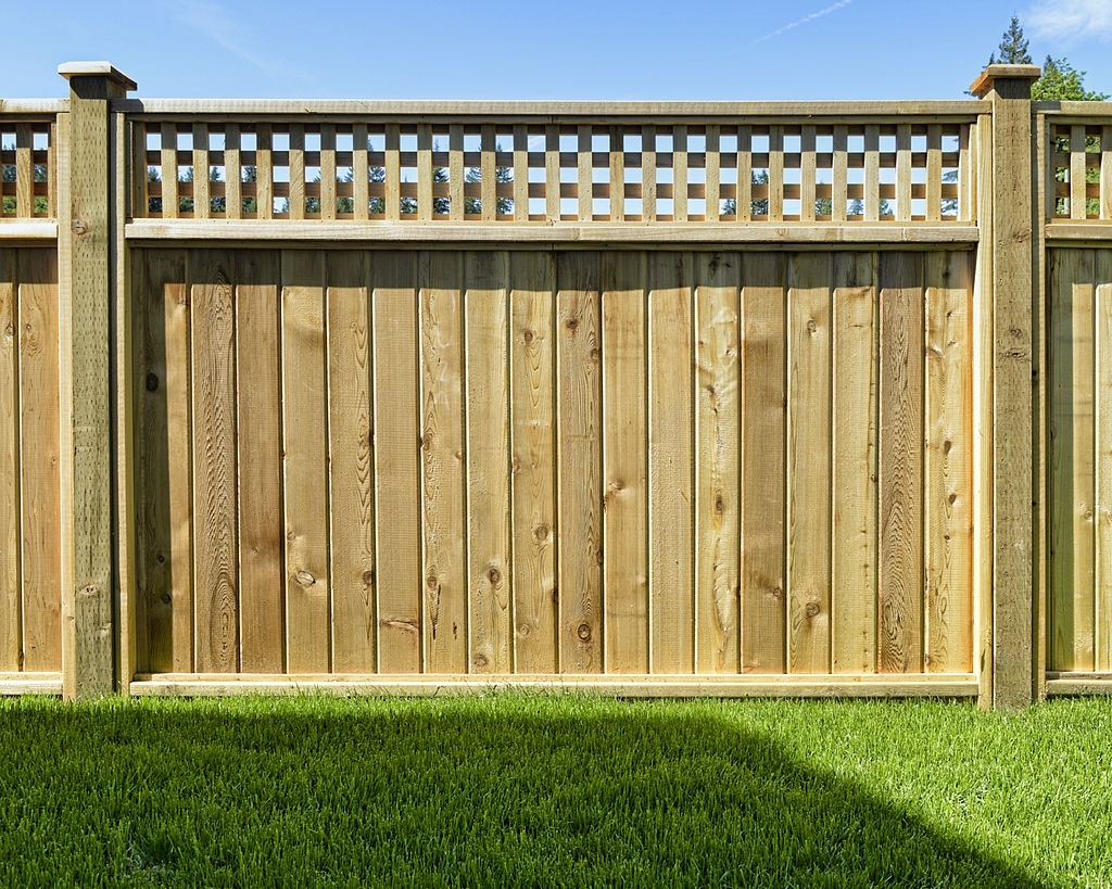 What to Expect From Your Vinyl Wood Fences Installation Service